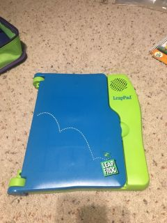 Leap Frog Leap Pad with Carrying Case and 11 Books