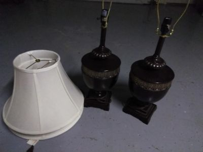 Set of 2 lamps with shades