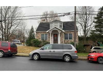 3 Bed 1 Bath Preforeclosure Property in Hellertown, PA 18055 - Wagner Ave