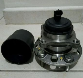 Sell Wheel Bearing and Hub Assembly Front Moog 513278 motorcycle in Miami, Florida, United States, for US $80.00