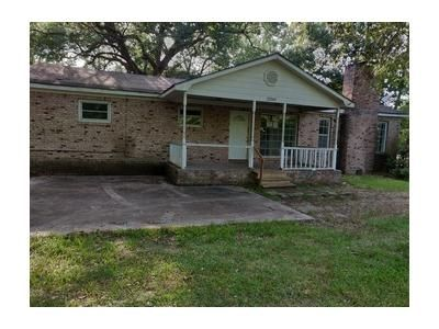 3 Bed 1 Bath Foreclosure Property in Bayou La Batre, AL 36509 - Center Ave