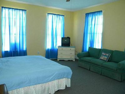 - $550 Two story house on beach has room for rent (Galveston)