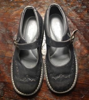 Girl s Leather Shoes, Size 11.5