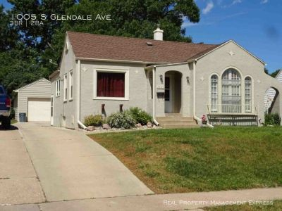 3 Bedroom home with a fenced in yard!