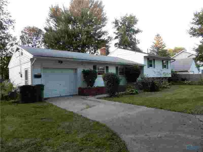 2105 Trailview Drive Maumee Three BR, Great tri-level home with