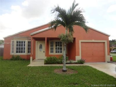 WELL MAINTAINED 3 BEDROOM, 2 BATH HOME WITH 1 CAR GARAGE.
