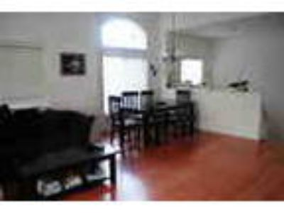 1600 Two BR Townhouse 1100 Sqft Two BR 2fb