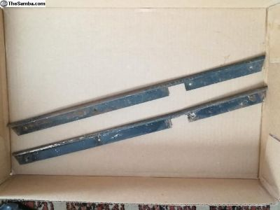 Front foot well siding retaining metal
