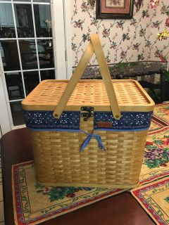 Never Used Eddie Bauer Picnic Basket With Service for 4
