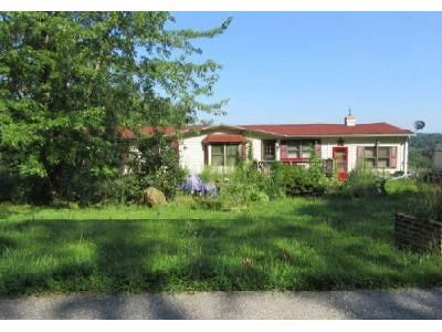 3 Bed 2 Bath Foreclosure Property in Red Lion, PA 17356 - Dairy Rd