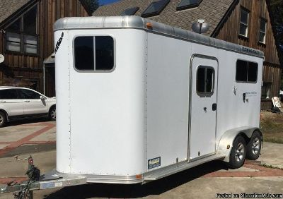 Ready to go! 2006 Featherlite Horse Trailer