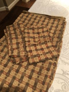Duver cover, bed skirt and 2 shams