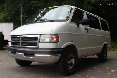 1996 Dodge Ram Wagon 1500 (White)