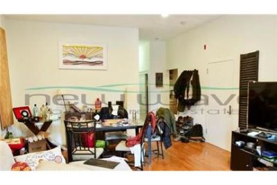Updated 2 bed 1 bath available in the South End!