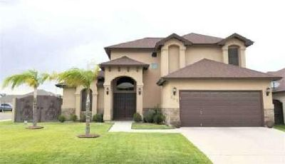 202 Canyon Oak Dr Laredo, This lovely home features 4