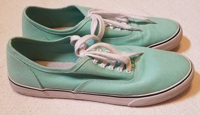 Women's Mossimo green canvas shoes size 9