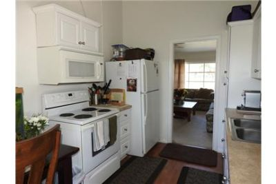 WELL MAINTAINED HOME, CLOSE TO SHOPS & RESTAURANTS