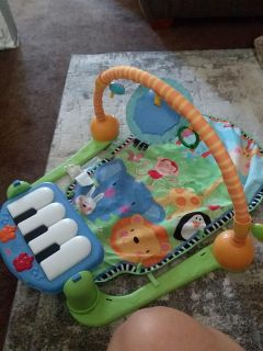 Baby mat with musical piano