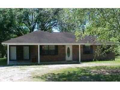3 Bed 2 Bath Foreclosure Property in Carriere, MS 39426 - Charnwood Dr