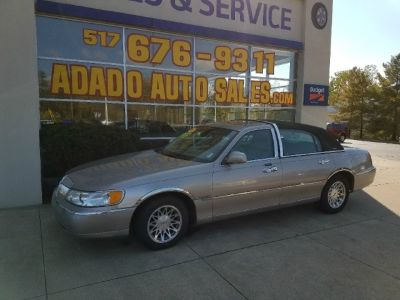 2001 Lincoln Town Car 4dr Sdn Signature