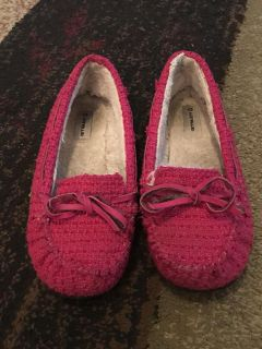 Air walk 2 slippers - ppu (near old chemstrand & 29) or PU @ the Marcus Pointe Thrift Store (on W st)