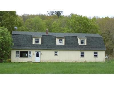 3 Bed 1.5 Bath Foreclosure Property in Arlington, VT 05250 - River Rd
