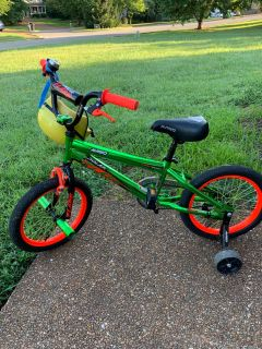 Kids Avigo 24 bike with removable training wheels great condition! $5 PPU only