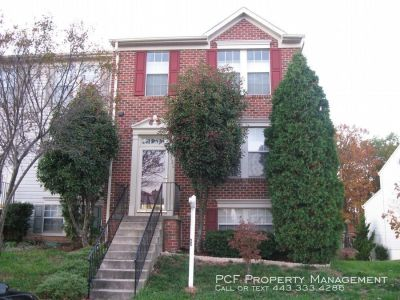 Spacious town home in Piney Orchard.