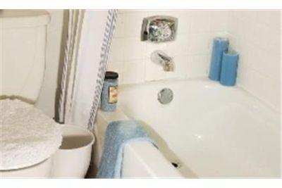 2 bedrooms Apartment - Beautifully remodeled. Dog OK!
