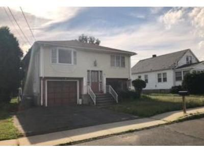 3 Bed 2.5 Bath Foreclosure Property in Springfield, MA 01129 - Kent Rd