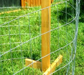 ON SALE - Portable Chicken Yard and Garden Fence Posts with Bases