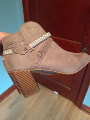 Women's size 10 ankle boots