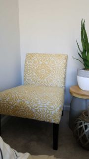 Accent chair - Armless yellow and cream chair