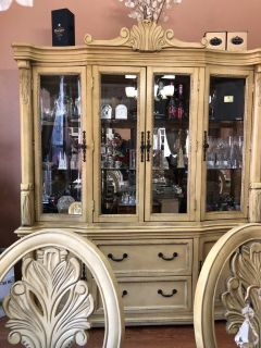 Dinning Table 8 chairs / China Cabinet