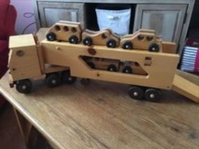 Solid Wood Tractor Trailer w/5 Cars