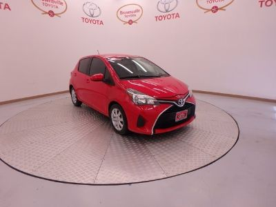 2015 Toyota Yaris 5-Door L (Absolutely Red)
