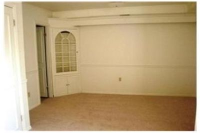 3 Bedroom Apartment unit in the town of. Parking Available!