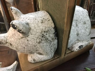 Adorable pig bookends