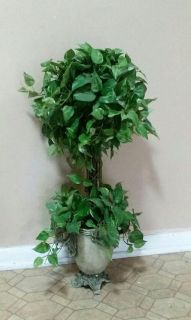 TALL/ARTIFICIAL PLANT.......EXCELLENT CONDITION
