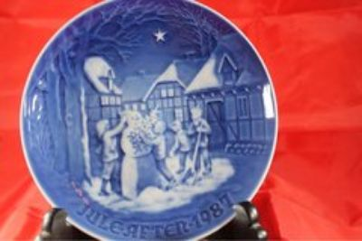 CERAMICS: collectible plates, Jule After