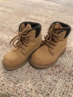 Boys boots - size 8