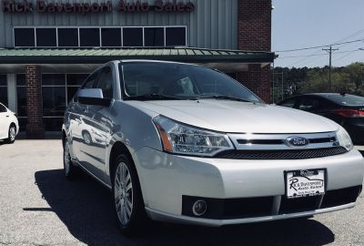 2010 Ford Focus SEL (Silver)