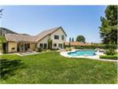 Fantastic Home with Entertainer's Yard!