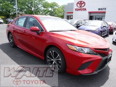 2019 Toyota Camry LE (red)