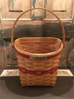 Longaberger 1998 Christmas basket with protector