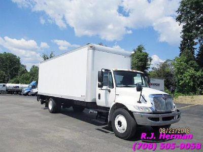 2009 Navistar 26ft (NON CDL) Automatic Straight Truck