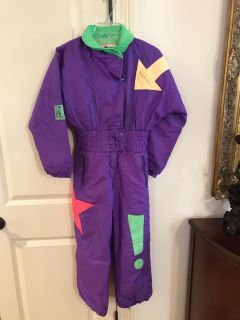 Great Child s Ski Suit Priced super low as it has a small rip that would be an easy fix. See picture 3