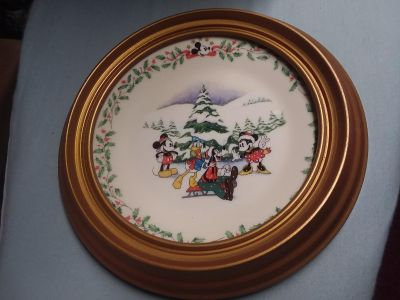 Lenox Disney's Mickey and Minnie Plate with Plate Hanger
