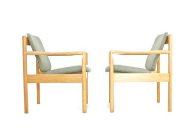 Pair Of Mid Century Lounge Chairs By Ercol