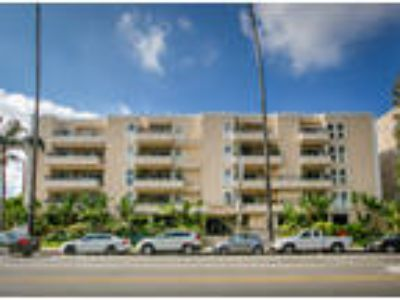 Doheny Plaza - Two BR 1.75 BA
